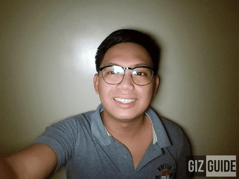 Selfie screen flash