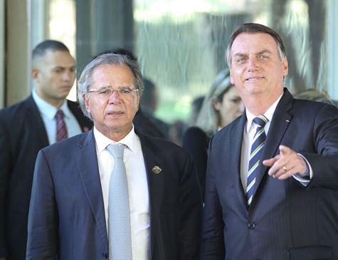 Em tom de brincadeira, Guedes corrige Bolsonaro sobre Previdência