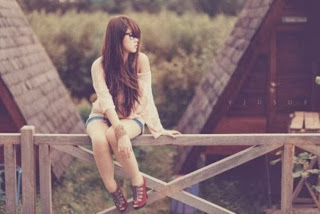 cute-alone-girl-waiting-sad-and-lonely