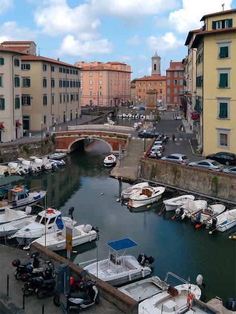 A view of the Venice quarter from Scali Finocchietti, Livorno