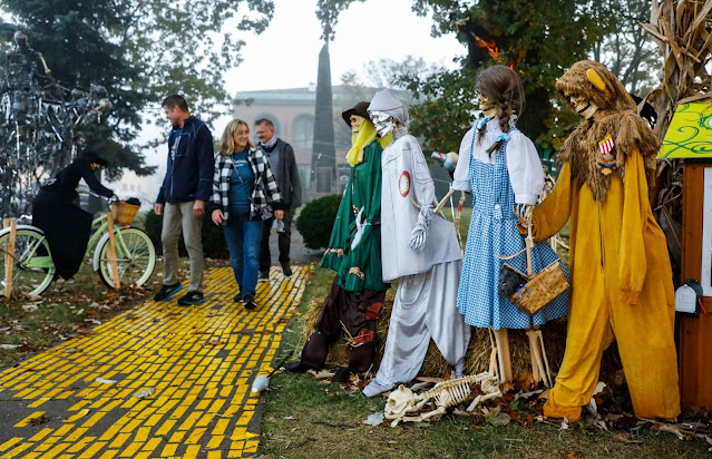 The Wizard of Oz visits The Great Highwood Skeleton Invasion. Image credit Celebrate Highwood.