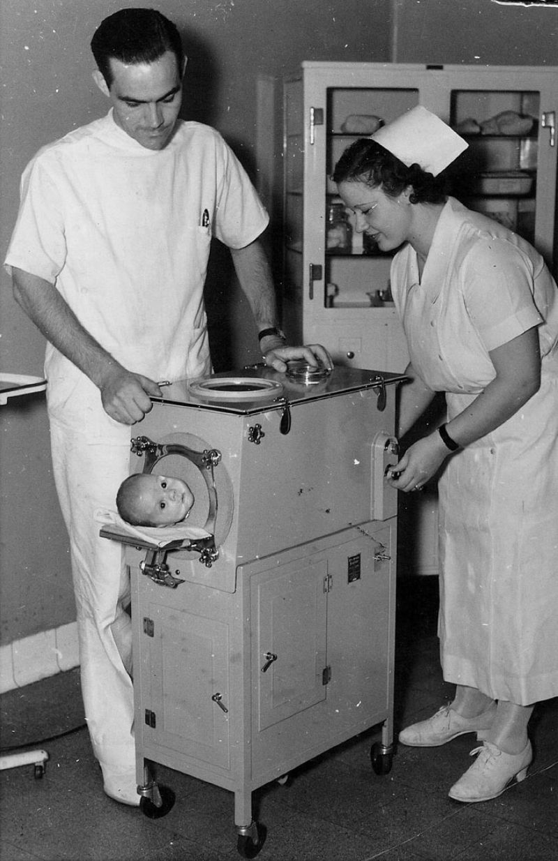 20 Vintage Photos Of Iron Lungs For Polio Victims From