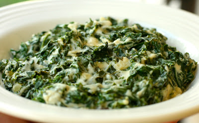 Vegan Creamed Kale from Vegan Dad that looks mouth-wateringly delicious! I'm adding this side dish to my Thanksgiving menu. www.throughthepainteddoor.com