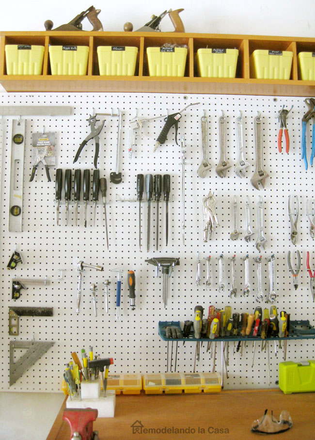 how to keep the garage organized