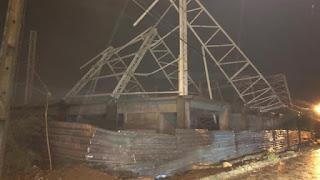 Com as chuvas estrutura metálica da obra CIE desaba na noite desta quarta-feira em Patos