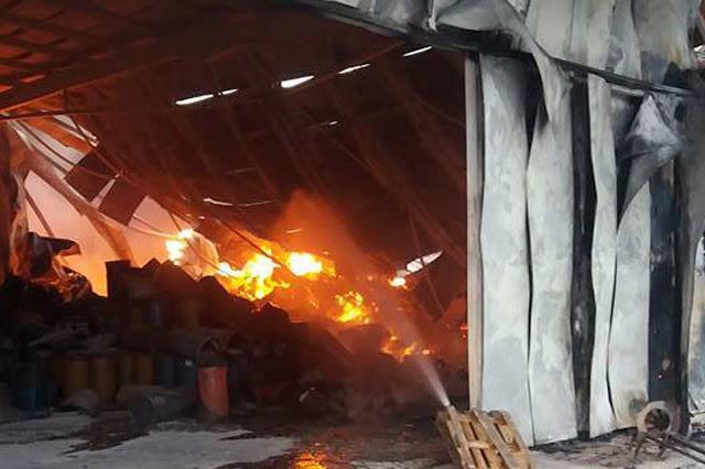 Εικόνες καταστροφής από την μεγάλη πυρκαγιά στο εργοστάσιο Εσπερίδες στην Αργολίδα