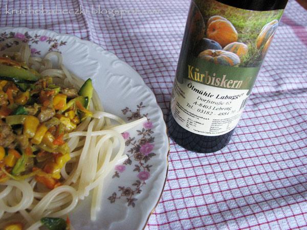 Spaghetti z mięsem mielonym i sosem z dodatkiem oleju z pestek dyni :)