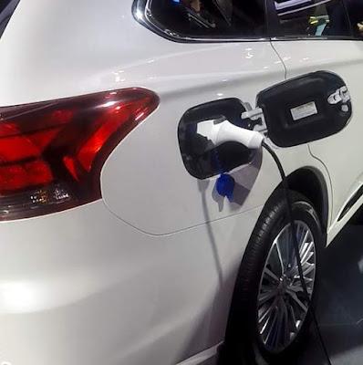 Pengisian Daya Mitsubishi Phev salah satu mobil terbaru tahun 2019