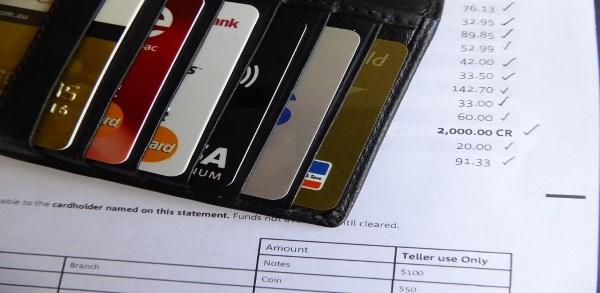Perbedaan Kartu Kredit dan Kartu Debit yang Harus Diketahui