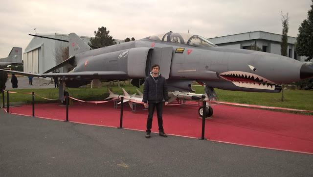 Harun İstenci ve Savaş Uçağı