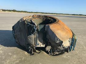( FOTOS ) Misterioso objeto  aparece en una playa de isla Seabrook (Estados Unidos).