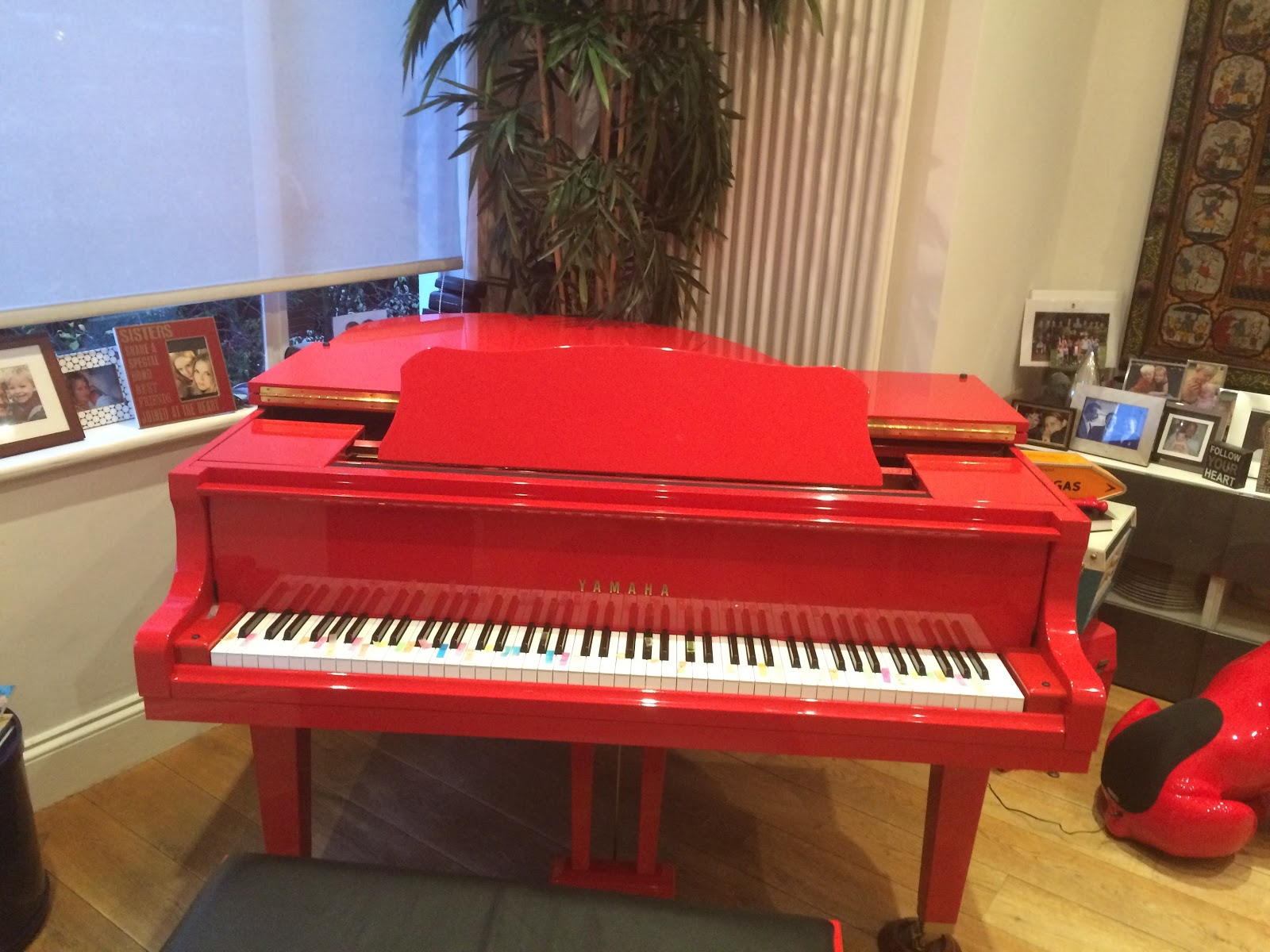 grand red piano