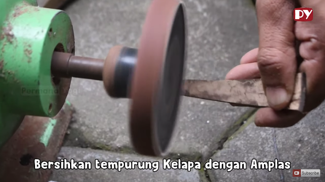 Begini Tehnik Membuat Pipa Rokok dari Bahan Tempurung Kelapa