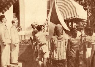 Foto pengibaran Bendera Pusaka pertama kali