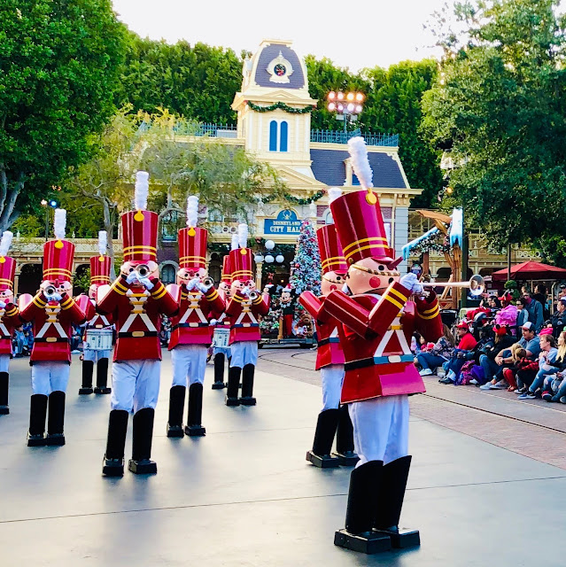 Disneyland Holidays, Christmas, holiday season, Disneyland, top Disneyland holiday ideas, Disneyland Christmas Fantasy Parade
