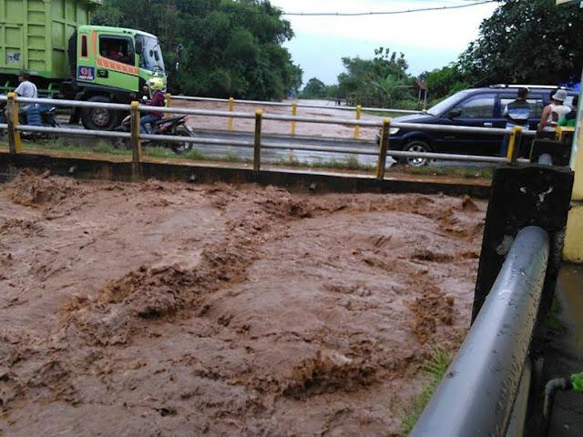 Banjir Bandang Di Kediri, Seret 2 Orang Saat mandi