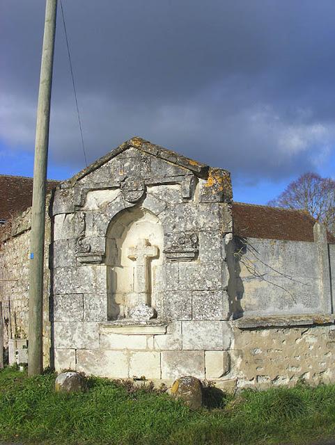 La Croix Chalon (the Chalon Cross), Indre et Loire, France. Photo by Loire Valley Time Travel.