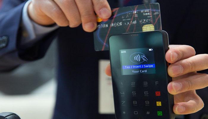Sedang Menggunakan Transaksi Kartu Kredit