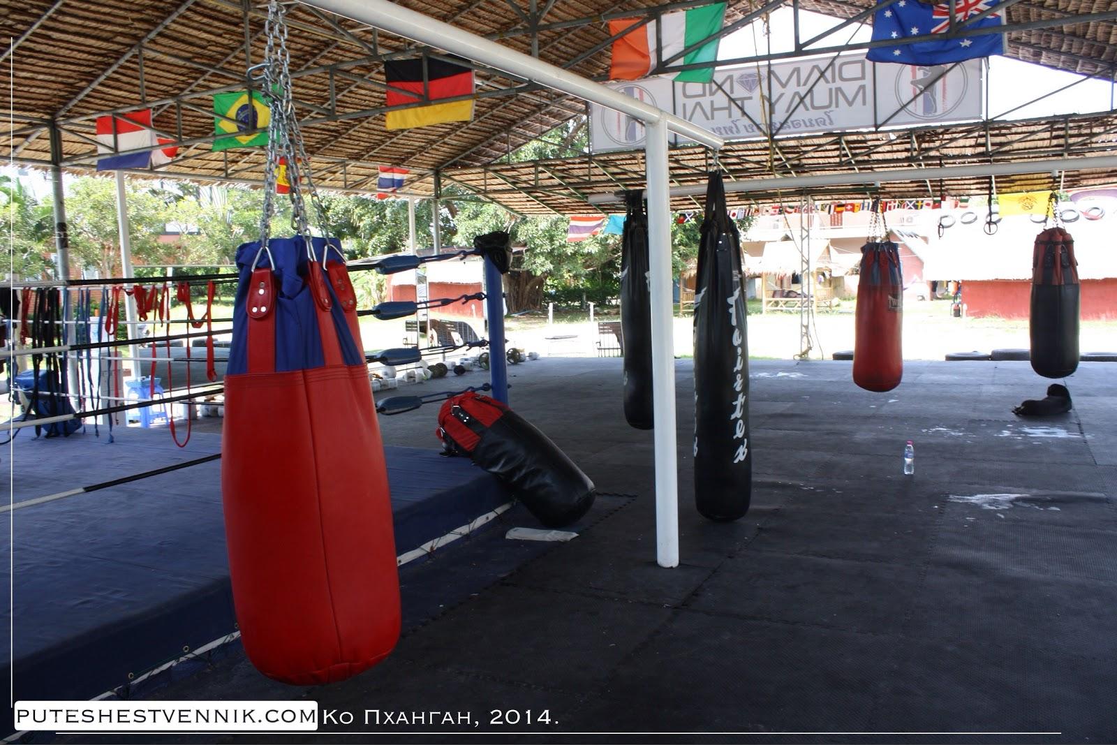 Мешки для бокса в лагере муайтай в Таиланде