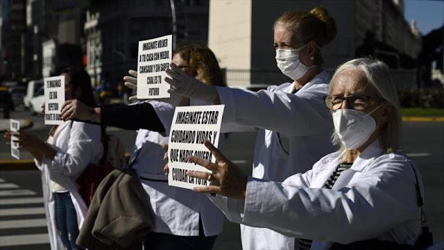 Médicos protestan contra malas condiciones de trabajo en Argentina
