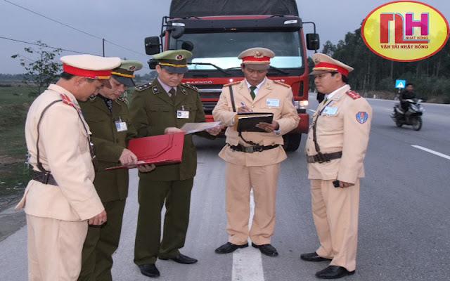 quản lý thị trường kiểm tra xe tải