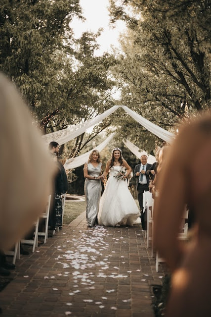 bride walking down the aisle, photo from unsplash.com