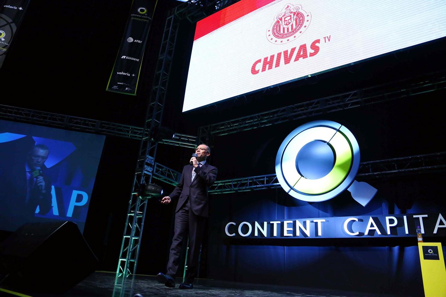 José Luis Higuera presentando Chivas TV en Content Capital.