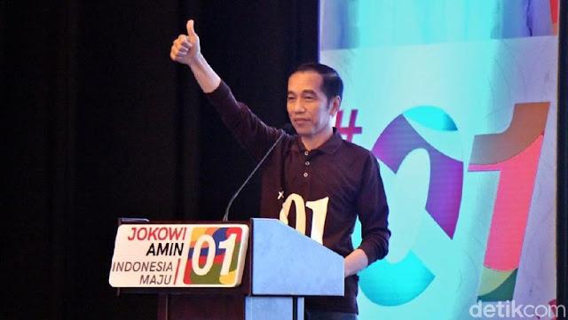 Makna di Balik Kaus Cokelat dan Salam Jempol Jokowi