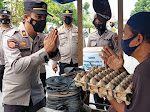 Polsek Langsa Barat Bagi-bagi Masker dan Sembako kepada Pedagang Kaki Lima