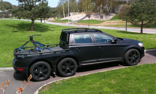 6-wheel Volvo pickup truck