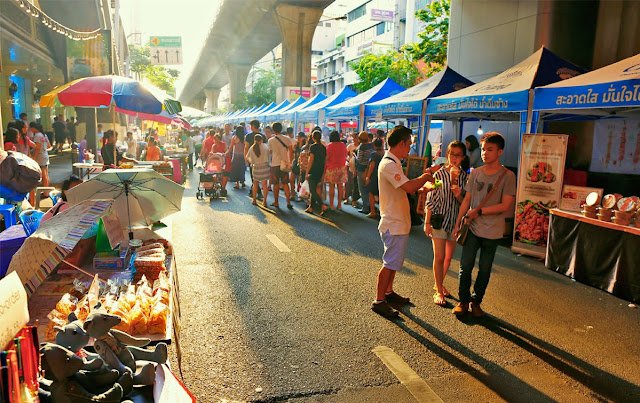 Stroll through the Chatuchak weekend market in Bangkok