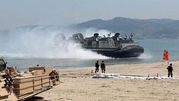 EE.UU. y Corea del Sur hacen maniobras de entrega de municiones