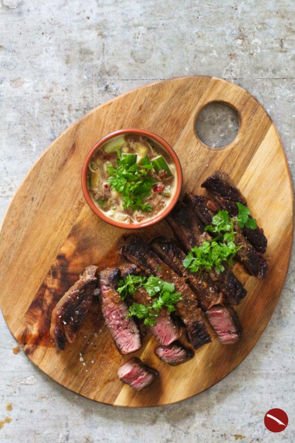 Warum ihr Steak marinieren solltet. Hier kommt das Rezept für eine tolle asiatische Steakmarinade voll Umami und Garantie für zartes Fleisch für Entrecôte, Rumpsteak, Flank-Steak, Onglet, Nierenzapfen #steak #marinieren #grill #flank #rezept #braten #pfanne #beilagen #marinade #zubereiten #rind #deutsch #easy #grilling #best_steak_marinade #world_best_marinade #foodblog #sousvide #roastbeef #ribeye