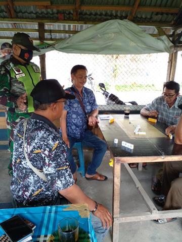 Personel Koramil 08/Siantar Jajaran Kodim 0207/Simalungun Laksanakan Komsos Dengan Warga