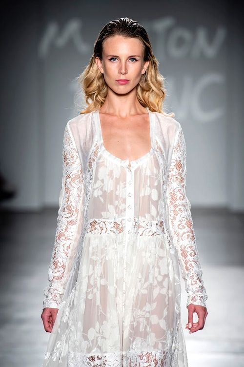 Mode : Défilé Mouton Blanc, robe en dentelle, Fashion Week New York printemps/été 2019
