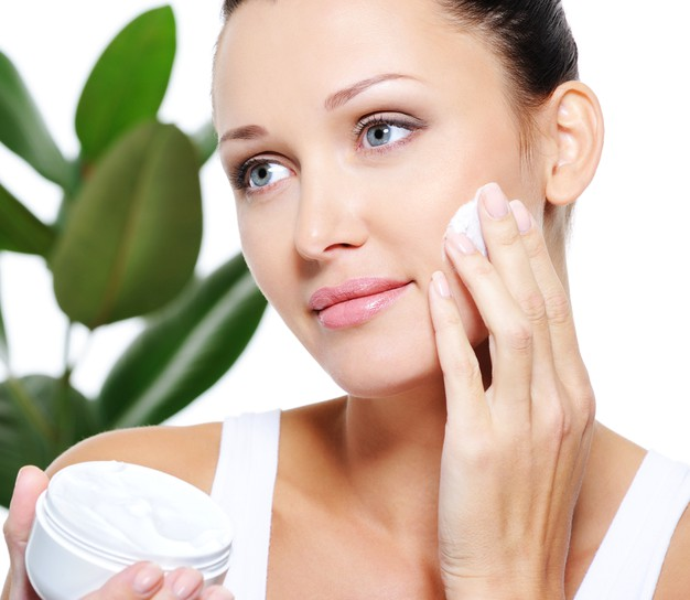Να χρησιμοποιήσω υαλουρονικό οξύ σε ξηρό,αφυδατωμένο δέρμα;