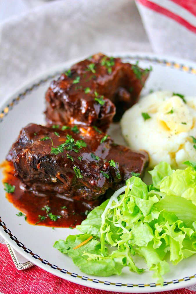 Slow cooker BBQ short ribs in blueberry barbecue sauce