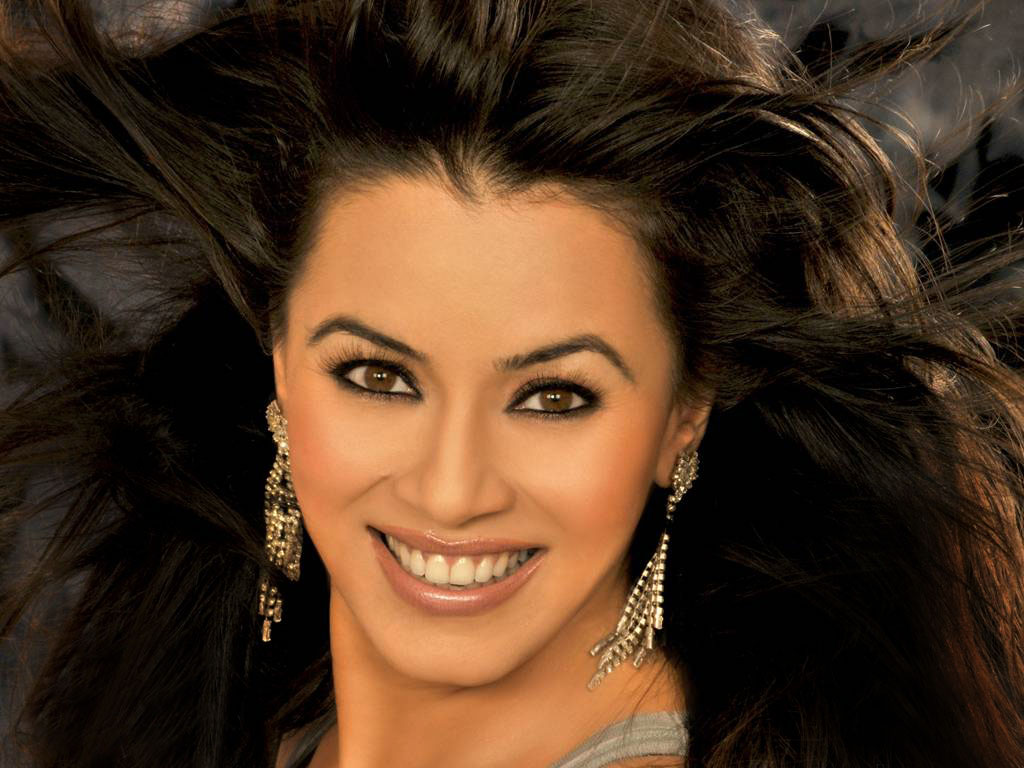 Hot And Sexy Photos Of Mahima Chaudhary