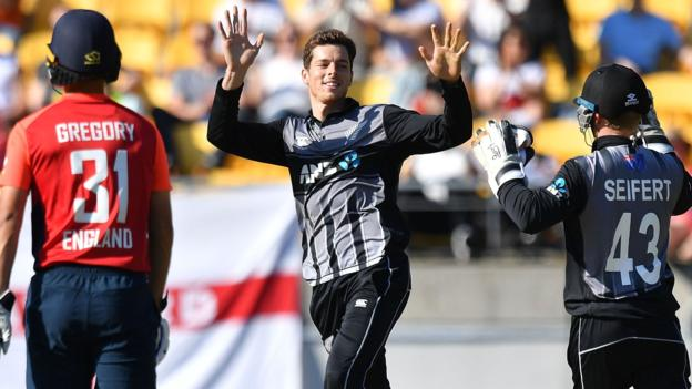 New Zealand beat England in the 2nd T20 and level the series