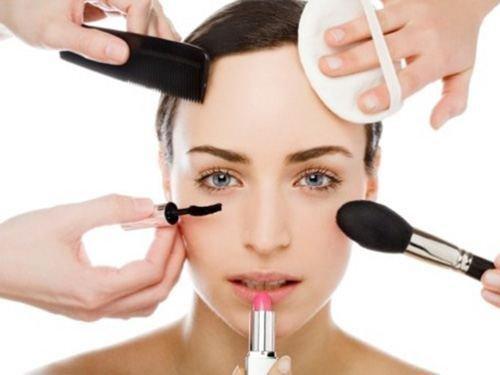 الجهوية24 - عاملون بالقناتين الأولى والثانية يختزلون دور المرأة في برامج التجميل!!