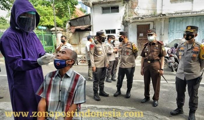 Wakapolda Jatim, Meninjau Penerapan PPKM Darurat di Surabaya, Dan Melakukan Swab Antigen On The Spot