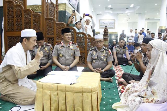 Usai Jadi Saksi Tiga Orang Mu'alaf, Kapolda Riau Ajak Warga Ramaikan Masjid