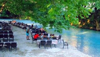 Το μικρό ελληνικό χωριουδάκι δίπλα στο ποτάμι. Καρτποσταλικές εικόνες που σου φτιάχνουν τη μέρα