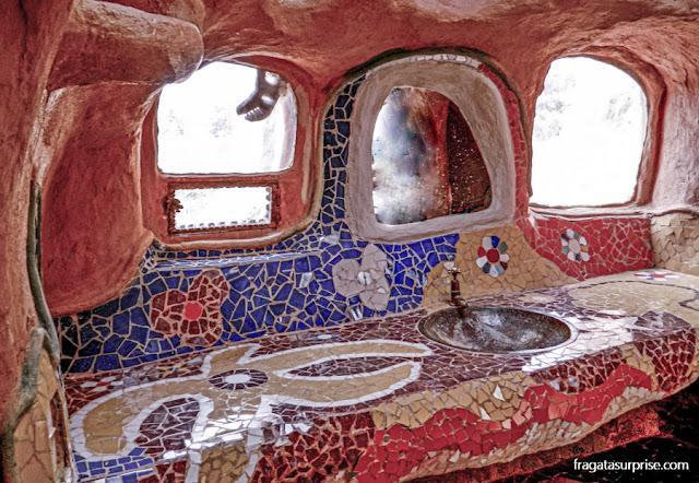 Mosaicos inspirados em Gaudí na Casa Terracota, em Villa de Leyva, Colômbia