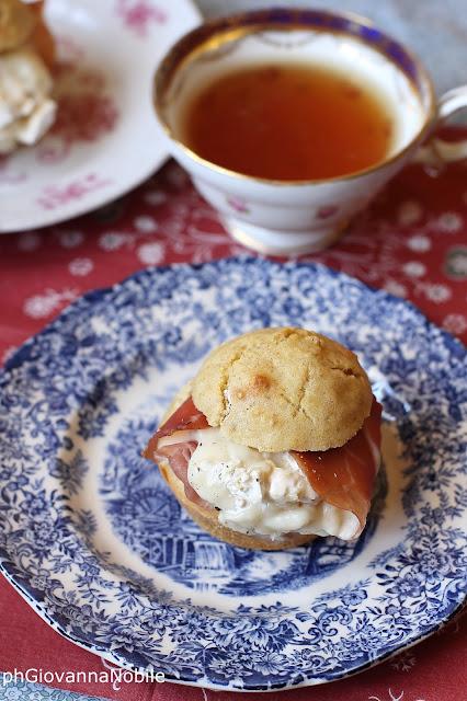 Muffin farciti con prosciutto crudo, gorgonzola dolce e torrone
