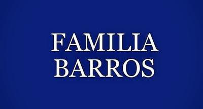 A imagem retangular de fundo azul e caracteres em branco diz: a Família Barros: sua história e origem no mundo.