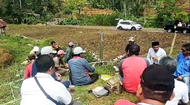 Reses Unik, Susanto Serap Aspirasi Masyarakat di Tengah Sawah