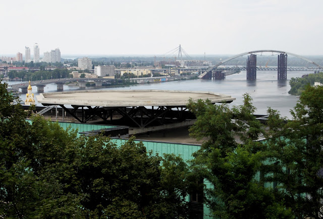 Вид из новой беседки на новый мост через Днепр