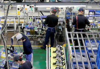 Empresas japonesas, especialmente as do setor de serviços, vêm enfrentando escassez severa de mão de obra