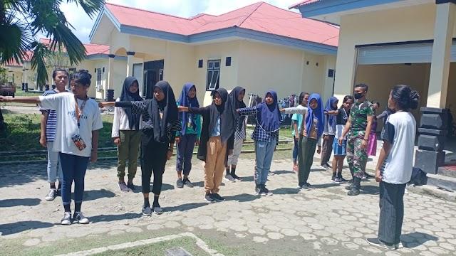 Satgas Yonarmed 9 Kostrad Melatih PBB di SMPN 9 Halmahera Tengah